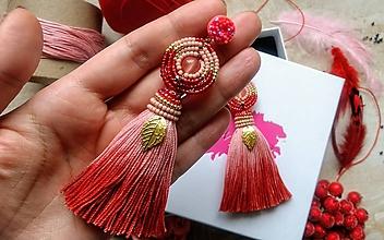 Náušnice - Red ombre strapcove nausnice - 10747235_