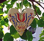 FILKI folk maľované srdiečko s levanduľou (kvet so srdiečkom)