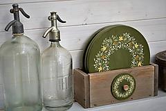 Nádoby - Drevené taniere s debničkou zo série