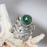 Prstene - Reliéfny strieborný prsteň s eilatským kameňom - Šum - 10748821_