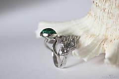 Prstene - Reliéfny strieborný prsteň s eilatským kameňom - Šum - 10748823_