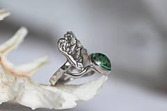 Prstene - Reliéfny strieborný prsteň s eilatským kameňom - Šum - 10748824_
