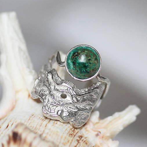 Reliéfny strieborný prsteň s eilatským kameňom - Šum