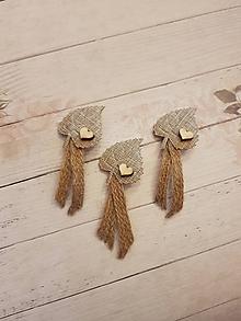 Pierka - vintage natur pierko z jutoviny s listom a  dreveným srdiečkom - 10749427_