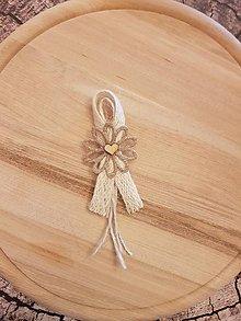 Pierka - vintage natur pierko z jutoviny s listom alebo kvetom a dreveným srdiečkom pre  rodičov, svedkov (vintage pierko s kvetom a dreveným srdiečkom) - 10749479_