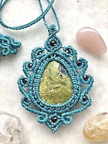 Náhrdelníky - Tyrkysový makramé náhrdelník z minerálu serpentín a čierny hematit - 10751146_