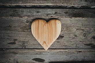 Dekorácie - Drevené srdiečko (rôzne dreviny) - 10749558_