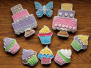 Dekorácie - Medovník ...farebné mafinky,tortičky k oslave - 10749779_