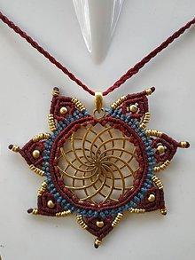 Náhrdelníky - Makramé mosadzný náhrdelník Mandala Bordeaux - 10750007_