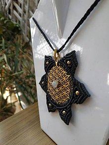 Náhrdelníky - Makramé mosadzny nahrdelnik s posvätným geometrickym vzorom - 10750147_