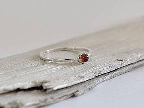 Prstene - Prsteň s granátom, striebro 925 - 10756822_