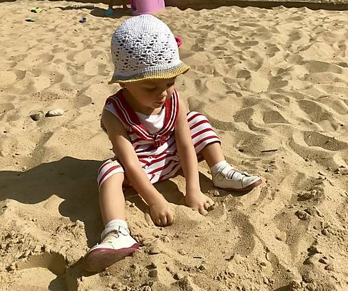 Háčkovaný letný klobúčik