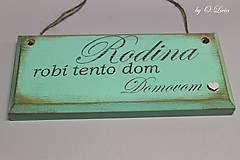 Tabuľky - Ceduľka z masívu mentolová (Rodina robí tento dom domovom) - 10756001_