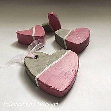Dekorácie - Betónové srdiečka z kolekcie pre dievčatko - 10755116_