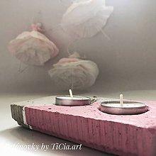 Dekorácie - Betónový svietnik z kolekcie pre dievčatko - 10755167_