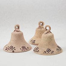 Dekorácie - Keramický zvonček výška 6,5 cm - 10760601_