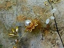 Ozdoby do vlasov - kvietková girlanda do vlasov - ivory, zlatá - 10759471_