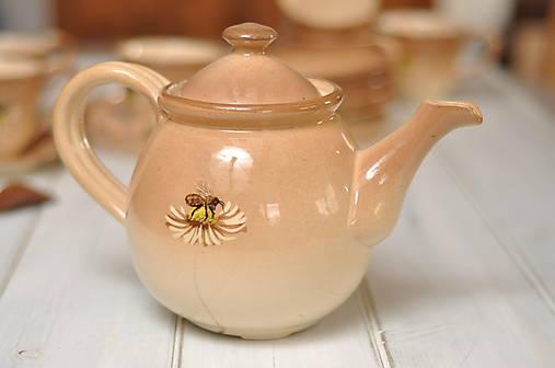 Čajník- Včielka