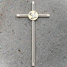 Dekorácie - Drevený Kríž s Holubicou k Birmovke - 10758424_