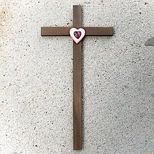 Dekorácie - Drevený kríž s Krištáľovým Srdcom - 10758547_