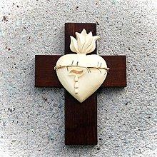 Dekorácie - Drevený Kríž so Srdcom a Tŕňom - 10758576_