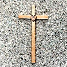 Dekorácie - Malý Drevený Krížik so Srdcom - 10758695_