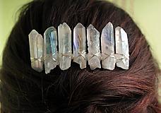 Ozdoby do vlasov - Hrebienok s bielymi krištáľmi - 10759023_