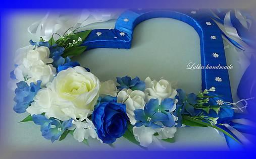 Výzdoba svadobného auta kráľovská modrá