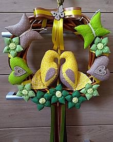 Dekorácie - Celoročný Veniec venček na dvere alebo do interiéru - Zaľúbené holubice (Žltozelenobéžové holubičky) - 10761933_