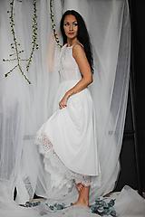 Šaty - Svadobné šaty z tylu v MIDI dĺžke s 3D kvetmi - 10761079_