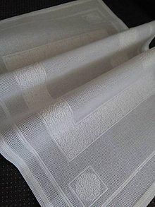 Úžitkový textil - Sviatočná chvíľa (ručne vyšívaný stredový obrus) - 10763892_