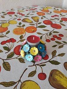 Svietidlá a sviečky - svietnik farebne male kvietky - 10764221_