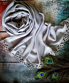 Šály - Tiché bezvětří - šedý šifonový šál s krajkou - 10766467_