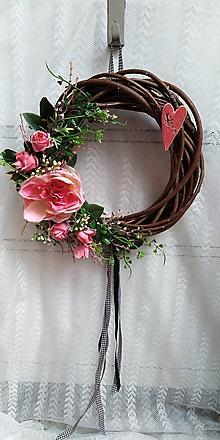 Dekorácie - Veniec na dvere... srdce a ruže - 10766975_