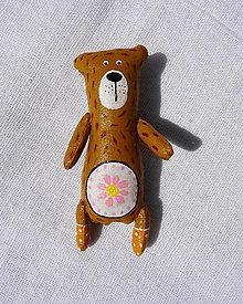 Odznaky/Brošne - zvieratkové brošne-medveď romantik - 10767909_