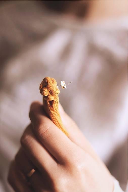 Macramé náušnice (horčicové)