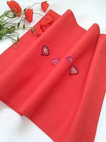 Úžitkový textil - Jabĺčka (ručne vyšívaný stredový obrus) - 10769509_