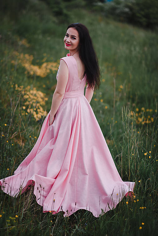 Dlhé ľanové šaty s výšivkou
