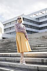 Žltá midi sukňa