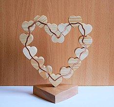 Dekorácie - Dekorácia z dreva - Srdiečka v srdci - 10771815_