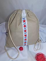 Batoh s ručnou krížikovou výšivkou
