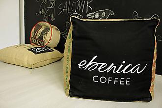 Úžitkový textil - Sedací vak z vreca na kávu- kocka - 10769530_