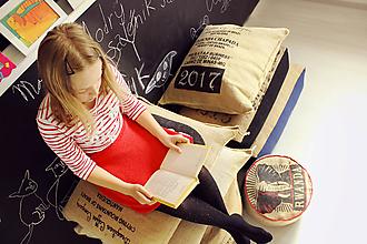 Úžitkový textil - Sedací vak z vreca na kávu - 10769568_