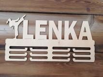 Dekorácie - Drevený vešiak na medaily_Karatistka - 10773345_