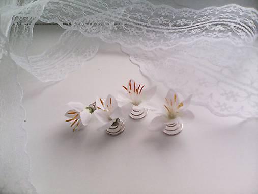 Sada 4 vláseniek z bielych kvietkov ... svadobné zvončeky ...