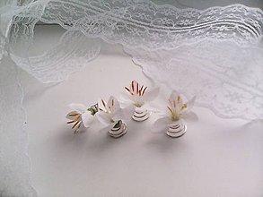 Ozdoby do vlasov - Sada 4 vláseniek z bielych kvietkov ... svadobné zvončeky ... - 10776168_