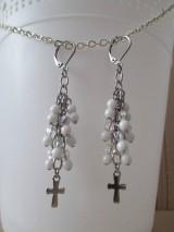 Náušnice - Korálkové náušnice s krížikom - bielo priehľadné - chir. oceľ - 10775186_