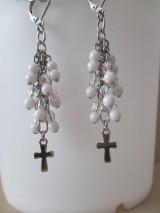Náušnice - Korálkové náušnice s krížikom - bielo priehľadné - chir. oceľ - 10775187_
