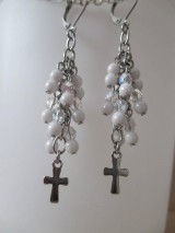 Náušnice - Korálkové náušnice s krížikom - bielo priehľadné - chir. oceľ - 10775194_