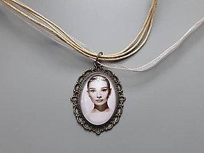 Náhrdelníky - Prívesok Audrey Hepburn - 10773583_